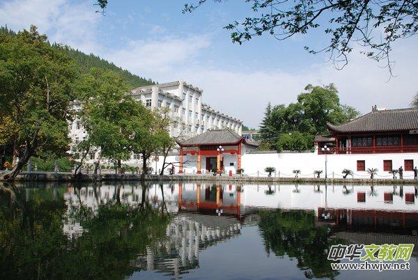 百年龙泉赋新曲 文明湖畔又春风